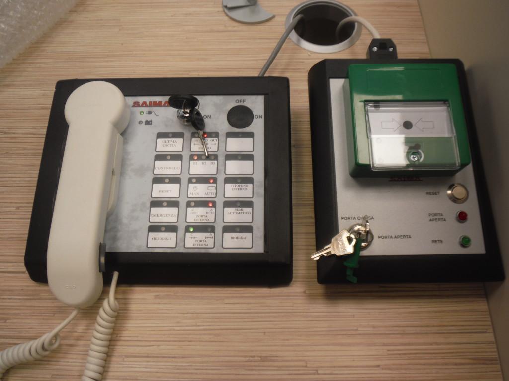 console di commandi bussola e Porta di emergenza